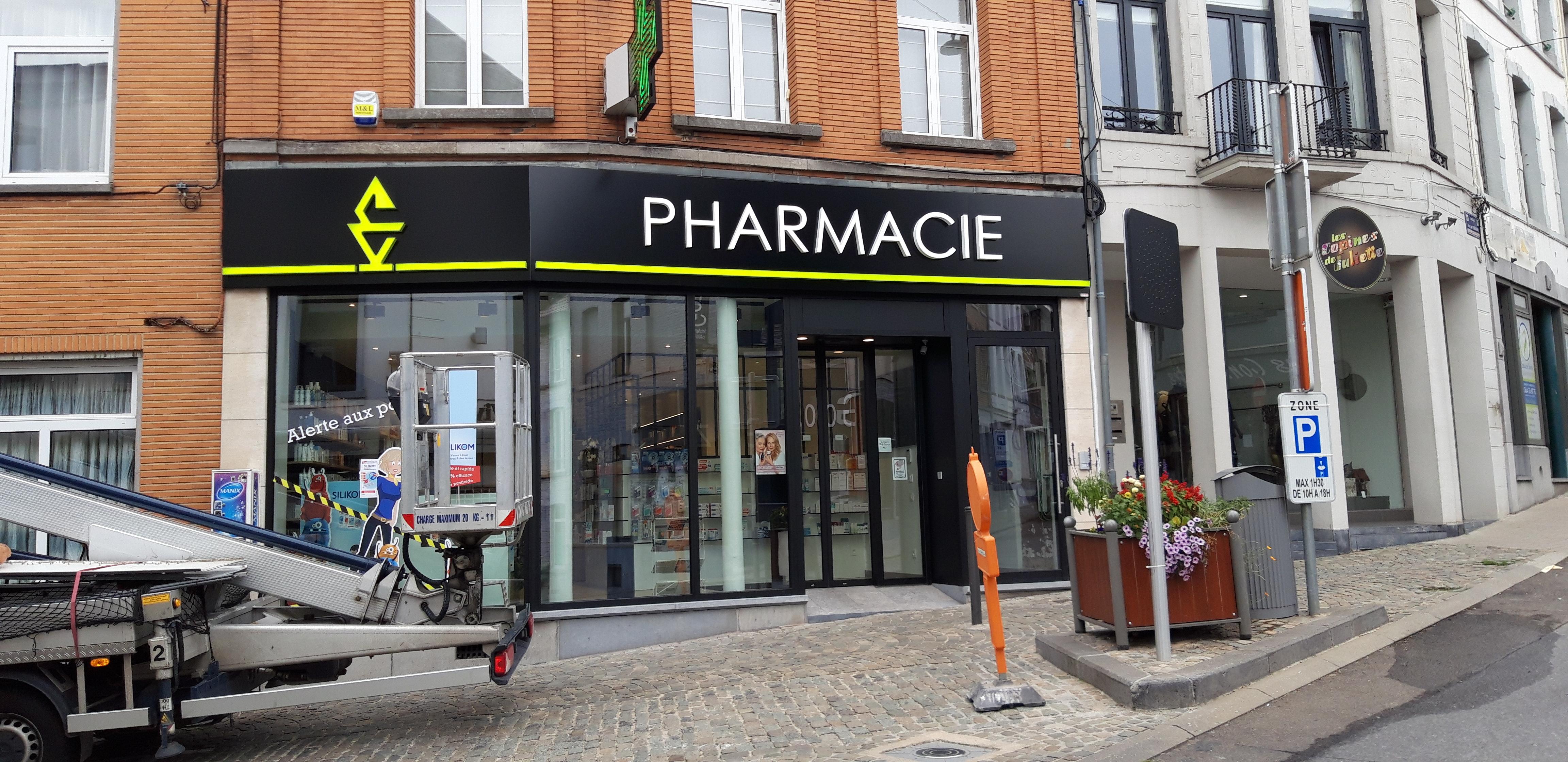 Enseigne et croix de pharmacie - Pharmacie Binche