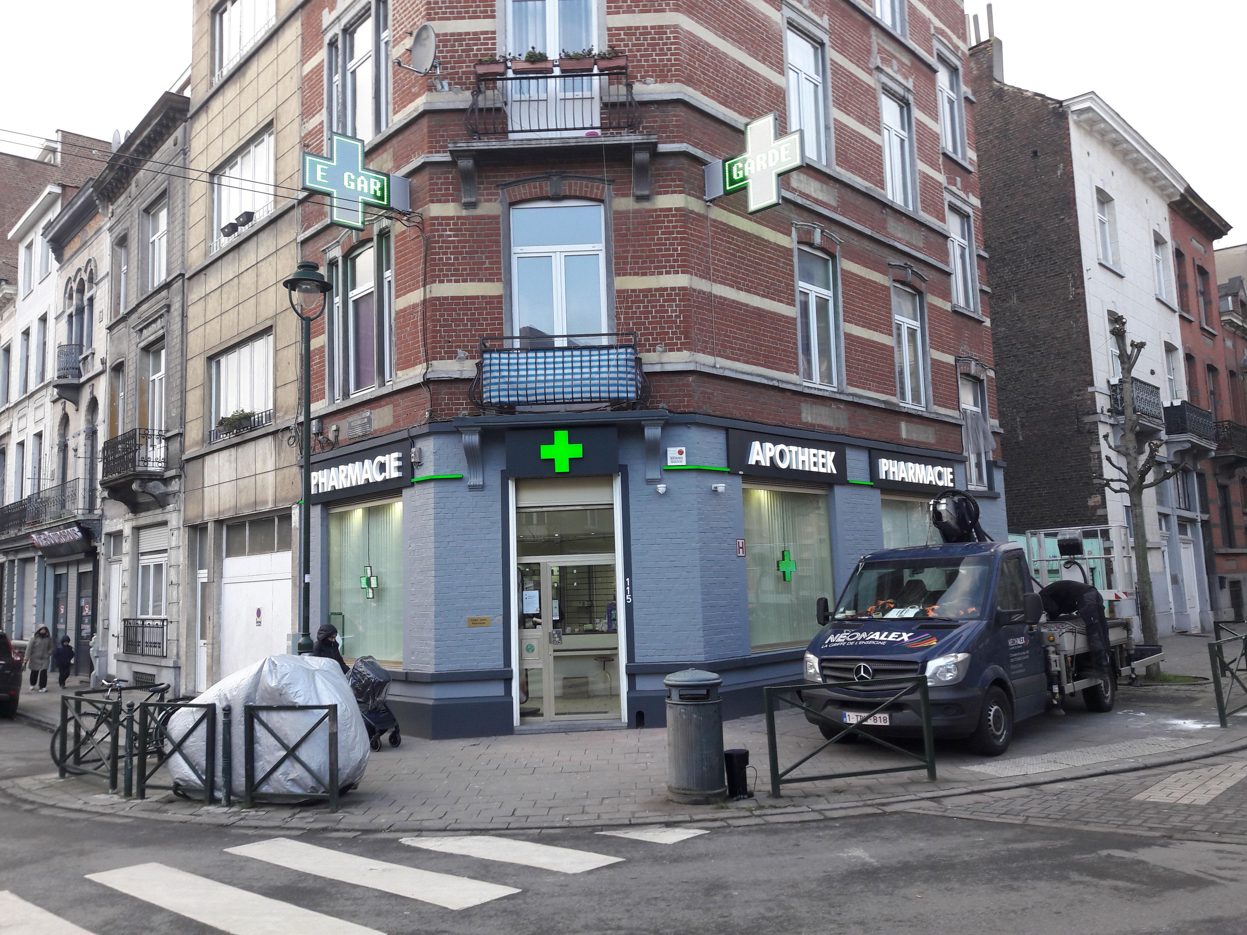 Enseigne et croix de pharmacie - Pharmacie Molenbeek