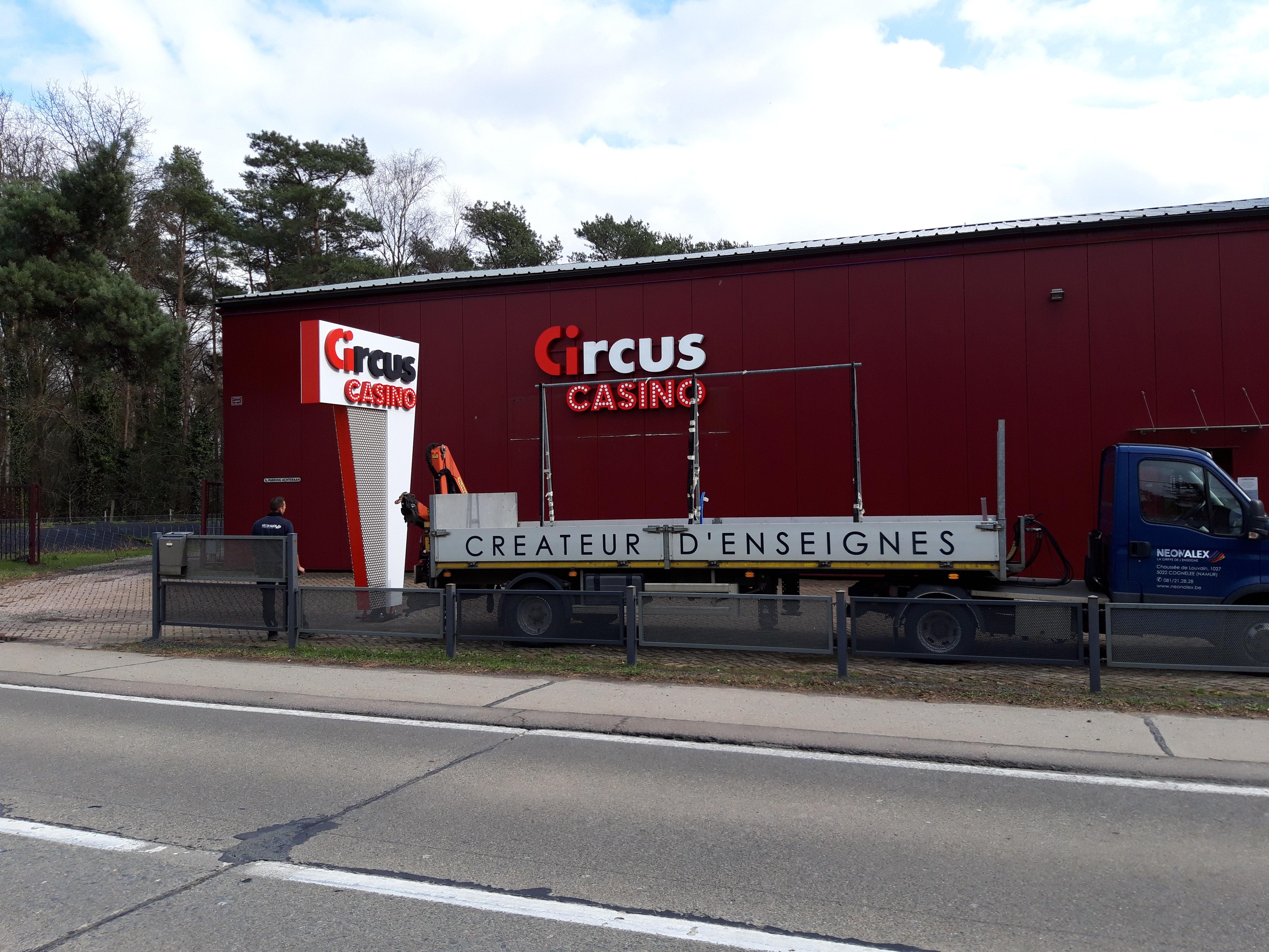 Lettres en relief - Circus Flandre