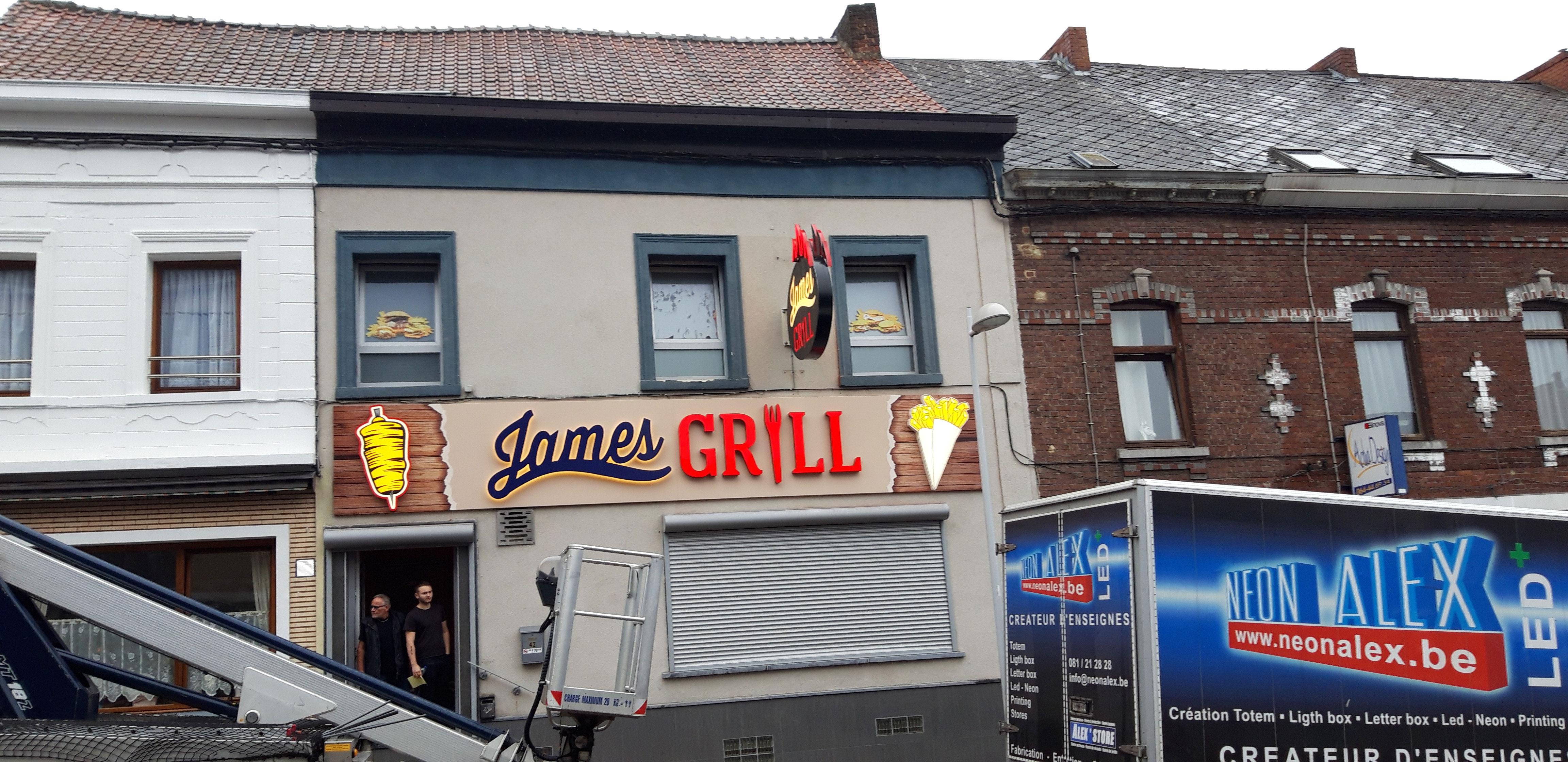 Lettres en relief - James Grill