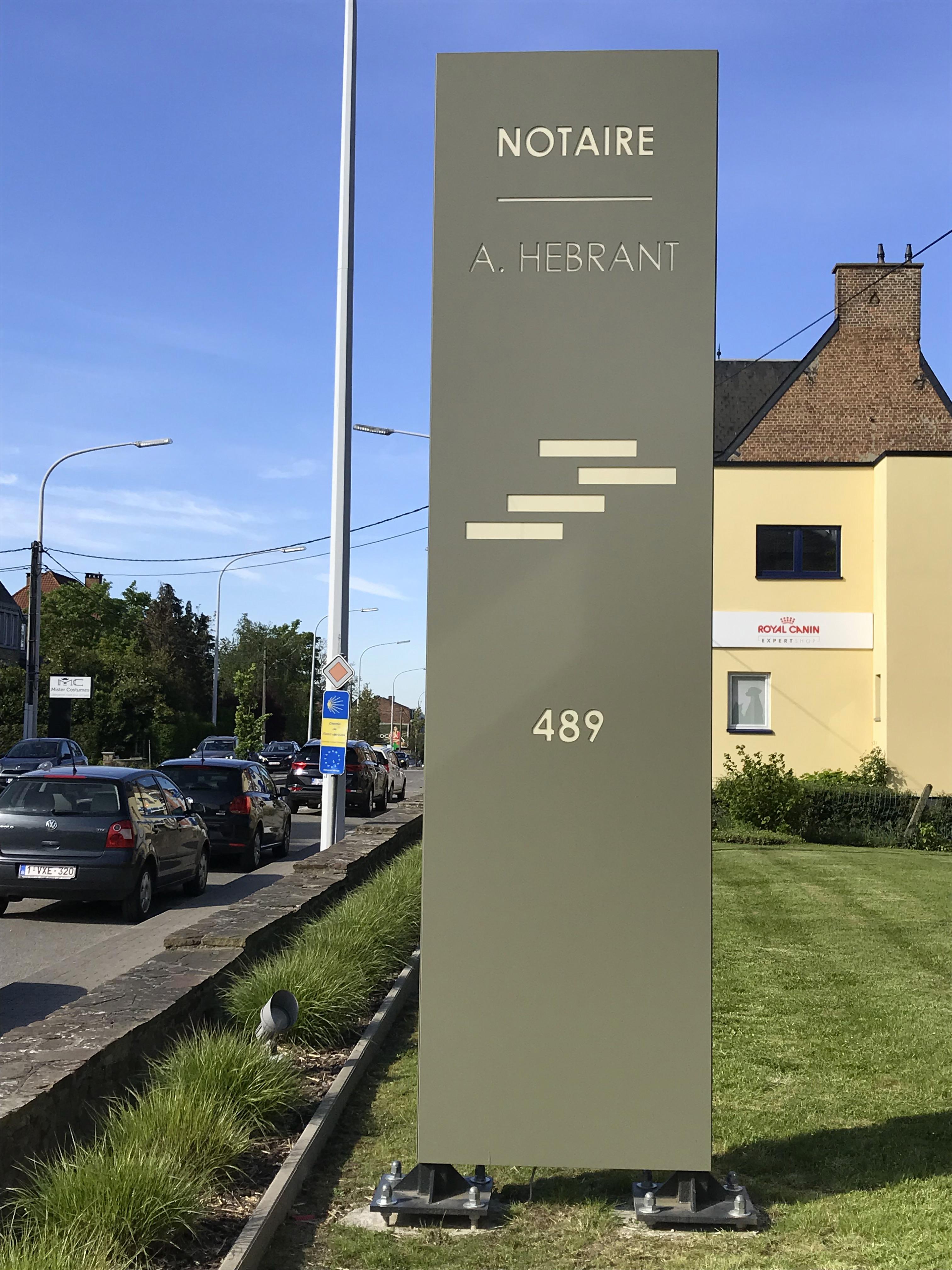 Enseigne et croix de pharmacie Notaire Hebrant Namur