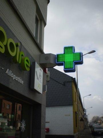 Croix en néon lignée