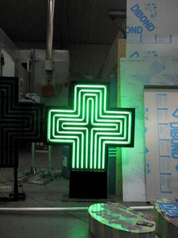 Croix lignée en fabrication