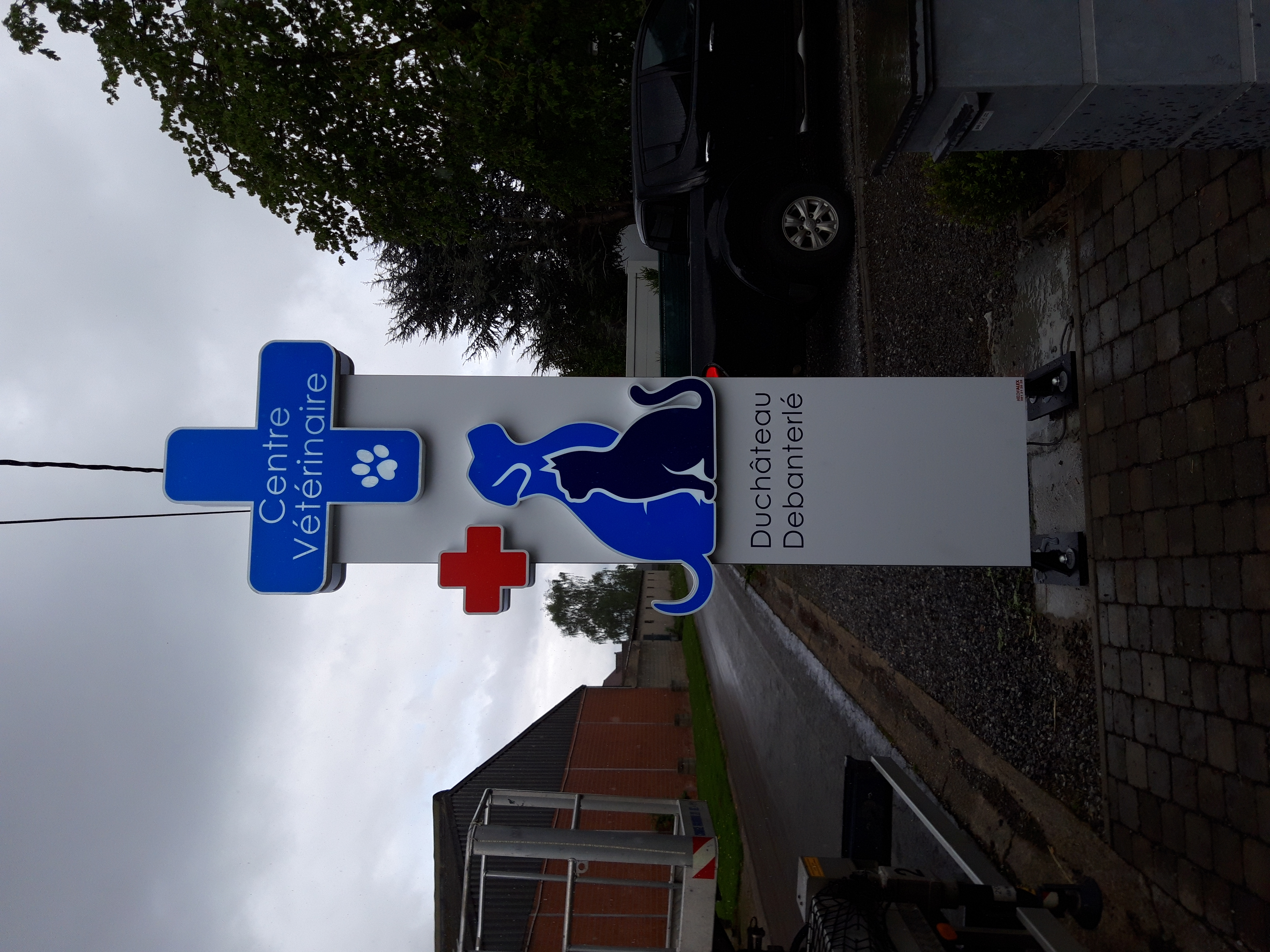 Enseigne et croix de pharmacie Vétérinaire Duchateau Debanterlé