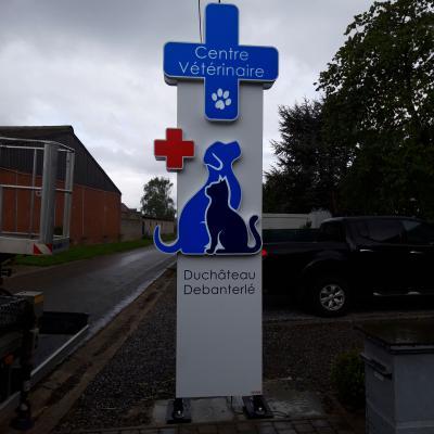 Enseigne et croix de veterinaire - Centre vétérinaire Duchateau