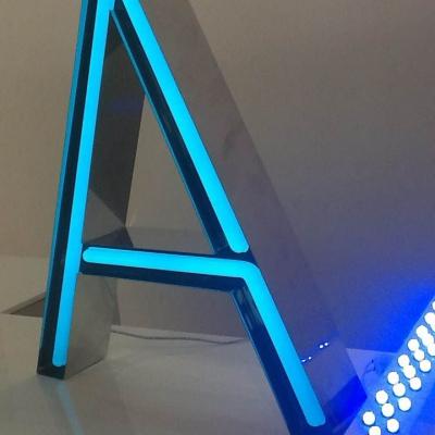 Lettre A en néon