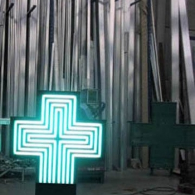 Croix en construction